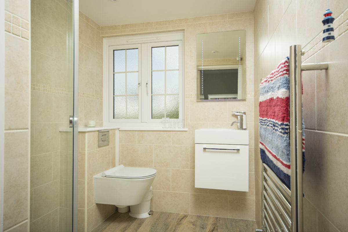 Bedroom two en suite shower room Luxury Self Catering Devon